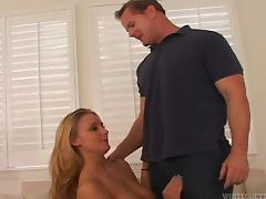 Bisexual cuckold blows a guy for his wife and eats up his cum