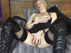Dazzling senorita uses her great experience to make a good session