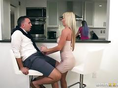 Curvy MILF Tylo Duran still moans during the hard penetration