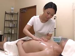 Hot Japanese masseuse gives great handjob to a guy