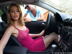 Sexy police officer fucks a girl who violated traffic rules