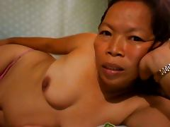 FILIPINA GRANDMA SHOWING HER NICE BOOBS ON CAM