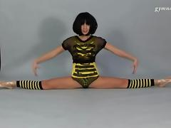Skinny brunette does splits on camera