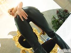 Fantastic Blonde In Leather Pants Gets Fucked In Wet Clam And Asshole