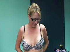 This curvy milf slut loves toys